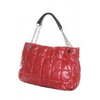 Dámska taška - lesklá s kovovým putkom