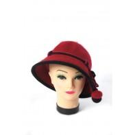 Dámsky chlpatý klobúk s brmbolcami