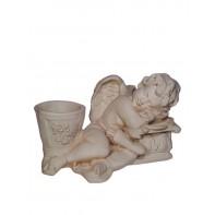 Anjel ležiaci s kochlíkom