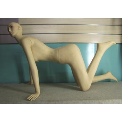 Figurína klačiaca, C-26-P1