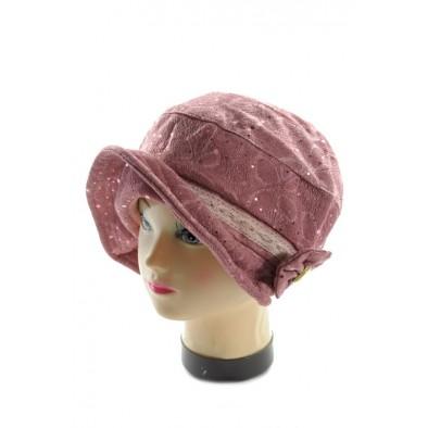 Dámsky klobúk s brošňou
