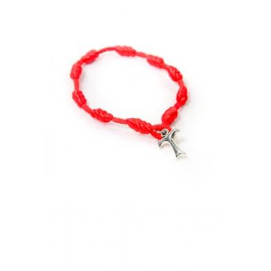 Zapletaný červený náramok s krížikom